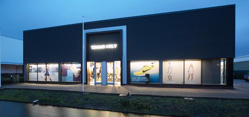 store_outside_01_2.jpg